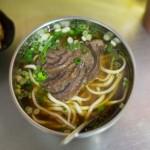 台北、林東芳牛肉麺(リントンファン)は女子に大人気の行列店