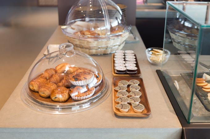 haneda-airport-cathaypacific-lounge-12