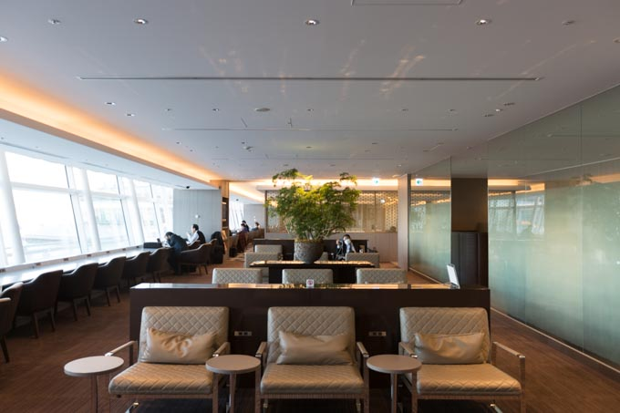 jal-firstclass-lounge-30